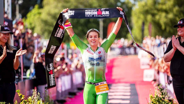 Teresa Adam ist die Gewinnerin des Ironman New Zealand 2020